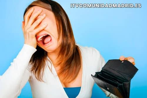 Mujer con problemas económicos