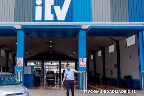 responsable de pasar la ITV a un turismo